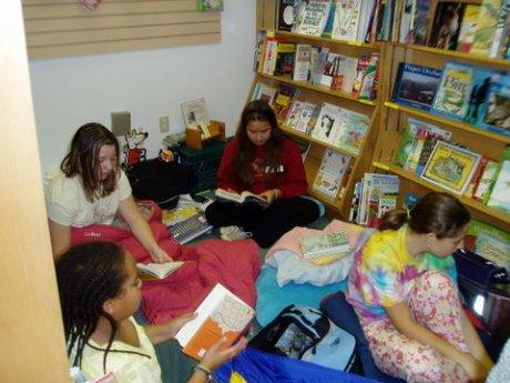Girls reading - pm
